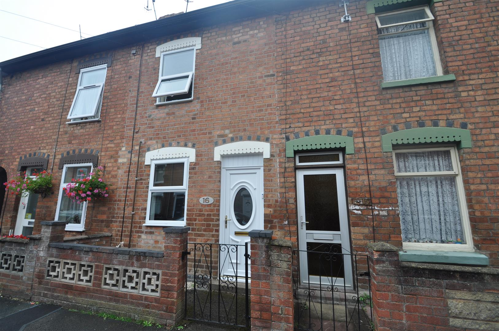 2 Bedrooms Terraced House for sale in Little Chestnut Street, Worcester